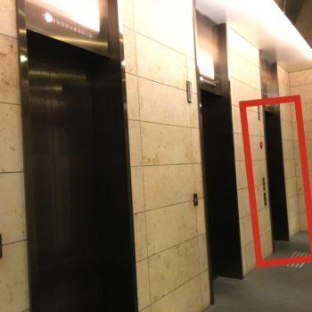 一番奥のエレベーターしか会場の8Fにアクセスできます。