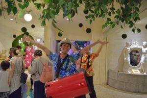 ナムコナンジャタウン 「熱狂!ピニャータパレード」開催中!!サルサホットラインジャパンプロデュース!一緒に園内を練り歩こう!02
