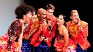 ダンサー6人の集合写真