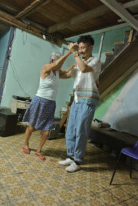 キューバでおばあちゃんと踊る長野教授