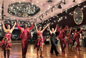 東宝ダンスホールで声援に応えるSwing Latino
